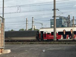 Viyana'da iki yolcu treni çarpıştı